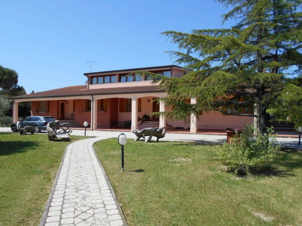 Villa in Vendita a Rimini Periferia: 5 locali, 1400 mq