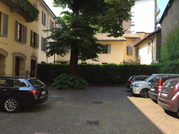 Bilocale Monza Via Cortelonga 2