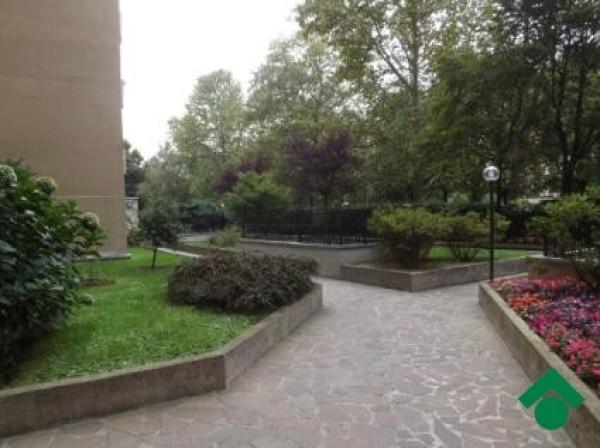 Bilocale Milano Via Capo Palinuro 4