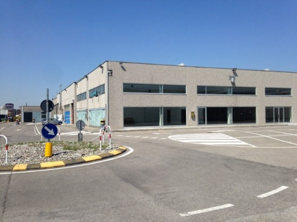 Capannone in affitto a Casnate con Bernate, 9999 locali, prezzo € 2.150   Cambio Casa.it