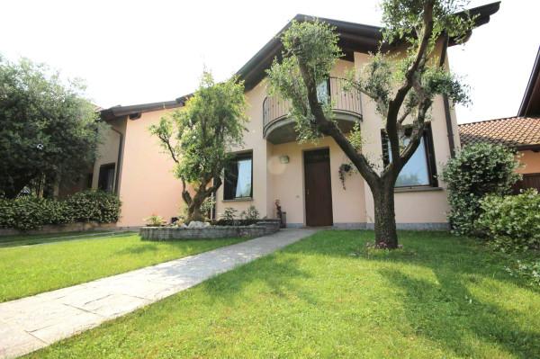 Villa in vendita a Carate Brianza, 5 locali, prezzo € 350.000 | Cambiocasa.it