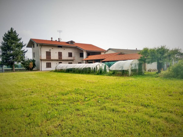 Soluzione Indipendente in vendita a Cuneo, 6 locali, Trattative riservate | Cambio Casa.it