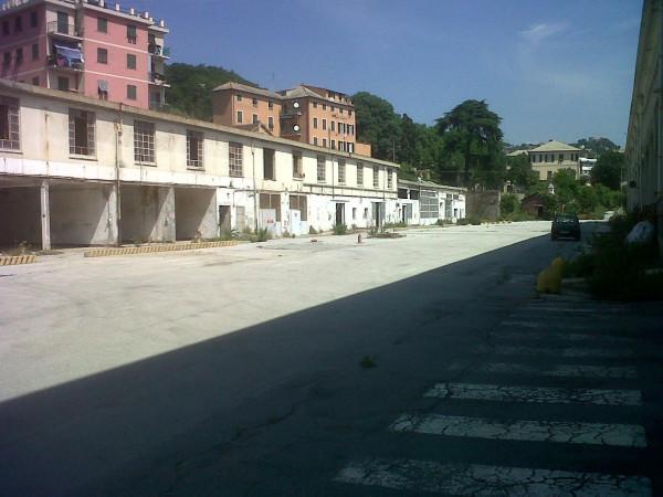 Capannone in Vendita a Genova Semicentro Ovest: 5 locali, 370 mq