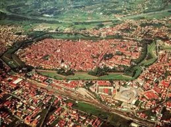 Bilocale Lucca Via Burlamacchi 12