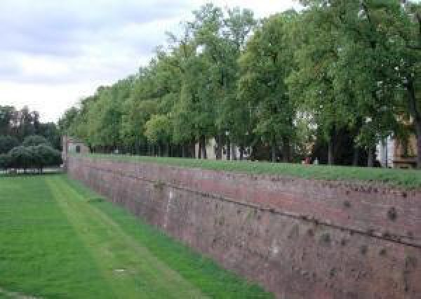 Bilocale Lucca Via Burlamacchi 13