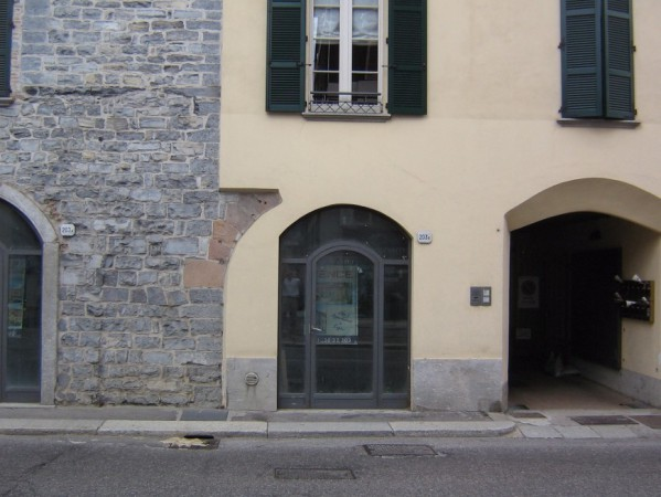 Negozio / Locale in vendita a Como, 2 locali, zona Zona: 1 . Centro - Centro Storico, prezzo € 165.000 | Cambio Casa.it