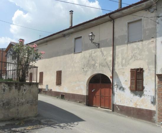 Rustico in Vendita a Castagnole Monferrato Centro: 5 locali, 700 mq
