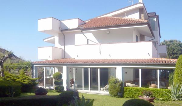 Villa in Vendita a Crotone: 340 mq