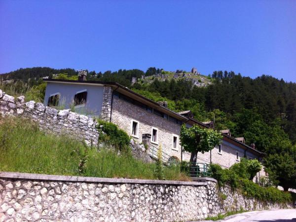 Villa in vendita a Pescasseroli, 5 locali, Trattative riservate | CambioCasa.it