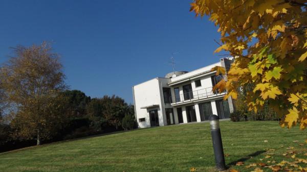 Villa in vendita a Besana in Brianza, 6 locali, prezzo € 985.000 | Cambio Casa.it