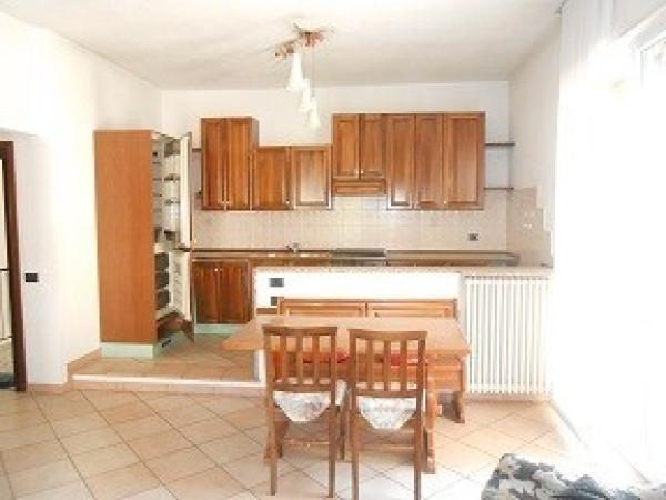 Appartamento in vendita a Albino, 3 locali, prezzo € 130.000   Cambio Casa.it