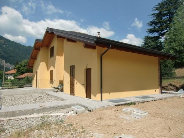 Villa in vendita a Canzo, 4 locali, prezzo € 360.000 | CambioCasa.it