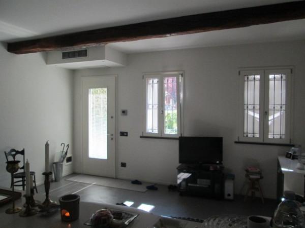 Casa indipendente in vendita a correggio via fratelli for Comprare garage indipendente