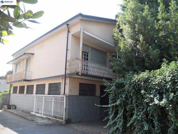 Villa in vendita a Seregno, 6 locali, prezzo € 375.000 | Cambiocasa.it