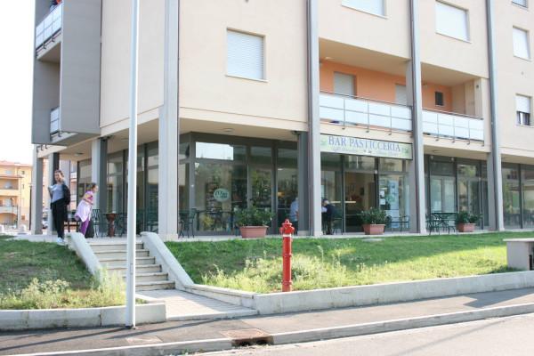 Negozio-locale in Affitto a Arezzo Centro: 3 locali, 100 mq