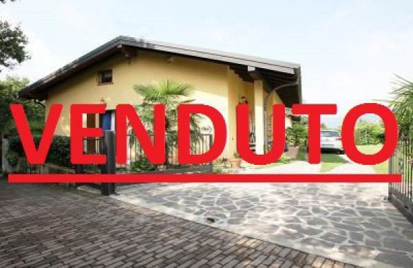Villa in vendita a Cunardo, 6 locali, prezzo € 330.000 | Cambio Casa.it