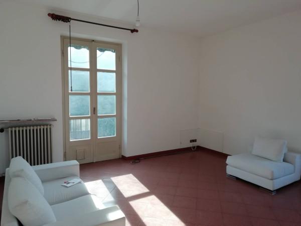 Appartamento in vendita a Laveno-Mombello, 3 locali, prezzo € 90.000 | Cambio Casa.it