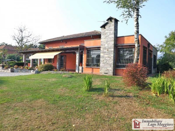 Villa in vendita a Brebbia, 5 locali, prezzo € 480.000 | Cambio Casa.it