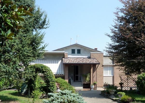 Villa in vendita a Olgiate Comasco, 6 locali, prezzo € 430.000 | Cambio Casa.it
