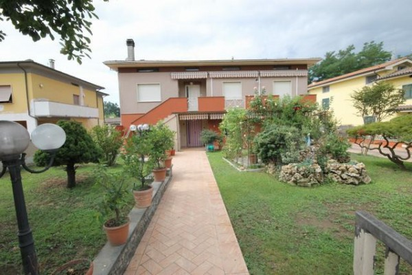 Villa in Vendita a Capannori Periferia Est: 5 locali, 330 mq