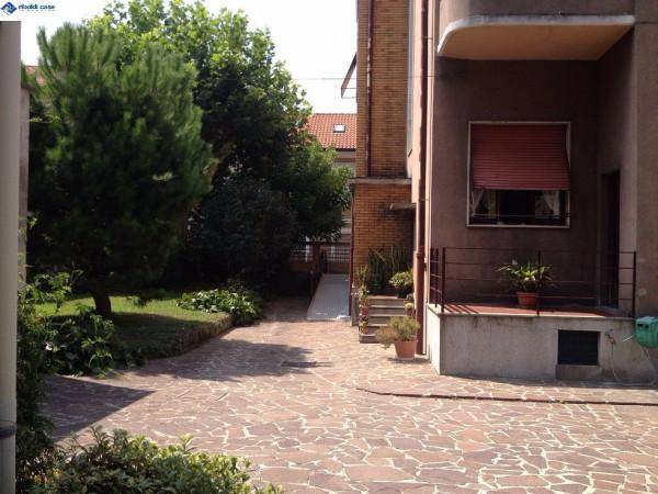 Villa in vendita a Seregno, 6 locali, prezzo € 890.000 | Cambiocasa.it