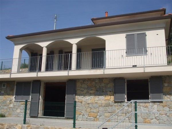 Villa 6 locali in vendita a Seborga (IM)