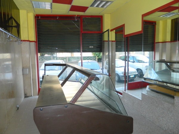 Negozio-locale in Affitto a Chieri Centro: 2 locali, 50 mq