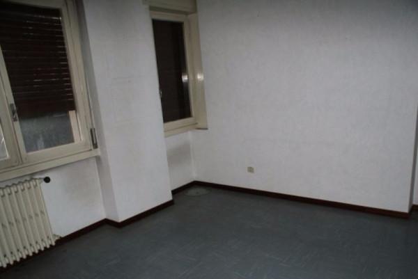 Appartamento in vendita a Desio, 3 locali, prezzo € 135.000 | Cambiocasa.it