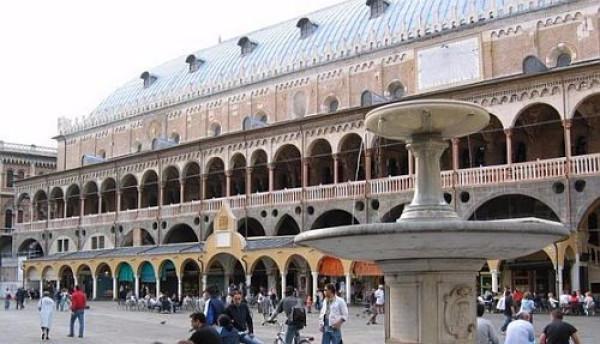 Ristorante / Pizzeria / Trattoria in vendita a Padova, 2 locali, zona Zona: 1 . Centro, prezzo € 370.000 | CambioCasa.it