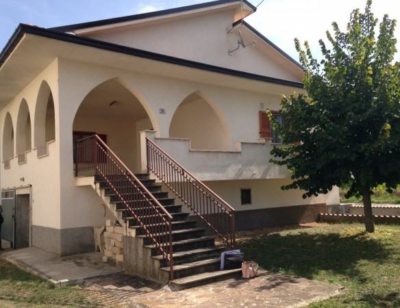 Villa in vendita a Gioia dei Marsi, 4 locali, prezzo € 75.000 | Cambio Casa.it