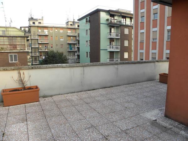 Bilocale Milano Via Neera 8