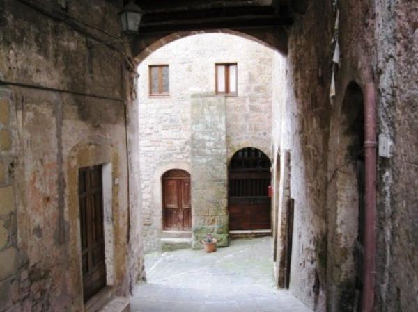 Appartamento in vendita a Sorano, 4 locali, prezzo € 130.000 | Cambio Casa.it