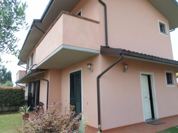 Villa in vendita a Porcari, 5 locali, prezzo € 250.000 | Cambio Casa.it
