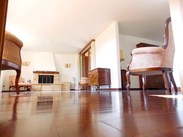 Villa in vendita a Casatenovo, 4 locali, prezzo € 670.000 | CambioCasa.it
