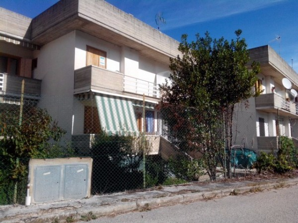 Appartamento in vendita a Lecce nei Marsi, 3 locali, prezzo € 40.000 | Cambio Casa.it