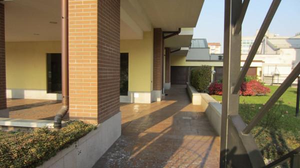 Bilocale Milano Via Ambrogio Portaluppi 13