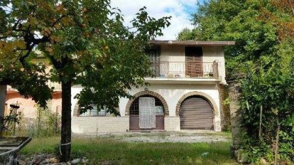 Villa in vendita a Frosinone, 6 locali, prezzo € 175.000 | Cambio Casa.it