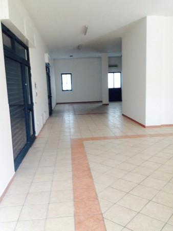 Negozio / Locale in vendita a Bitetto, 9999 locali, prezzo € 220.000 | Cambio Casa.it