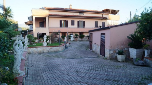 Villa in vendita a Piana di Monte Verna, 6 locali, prezzo € 330.000 | CambioCasa.it