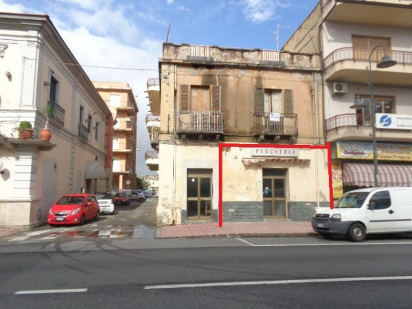 Negozio / Locale in vendita a Marina di Gioiosa Ionica, 2 locali, Trattative riservate | CambioCasa.it