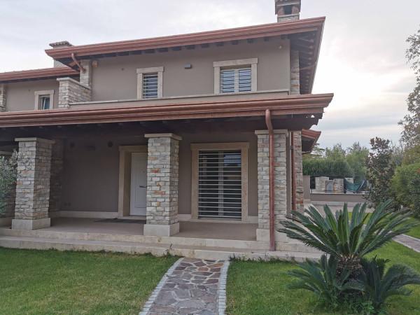 Villa in vendita a Frosinone, 5 locali, prezzo € 370.000 | Cambio Casa.it