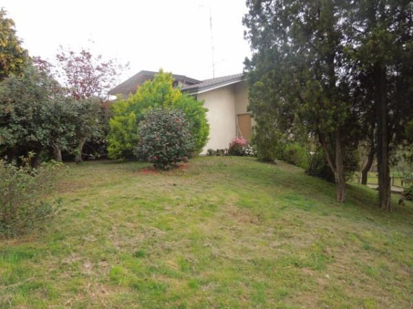 Villa in vendita a Borgomanero, 4 locali, prezzo € 250.000 | Cambio Casa.it