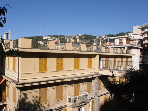 Bilocale Genova Via Napoli 1