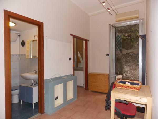 Bilocale Genova Via Napoli 2