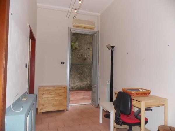 Bilocale Genova Via Napoli 3
