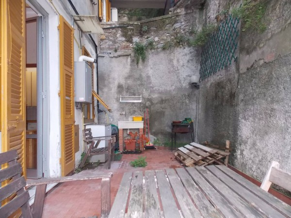 Bilocale Genova Via Napoli 8