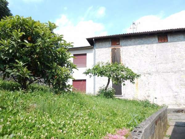 Appartamento in vendita a Albino, 4 locali, prezzo € 55.000   Cambio Casa.it