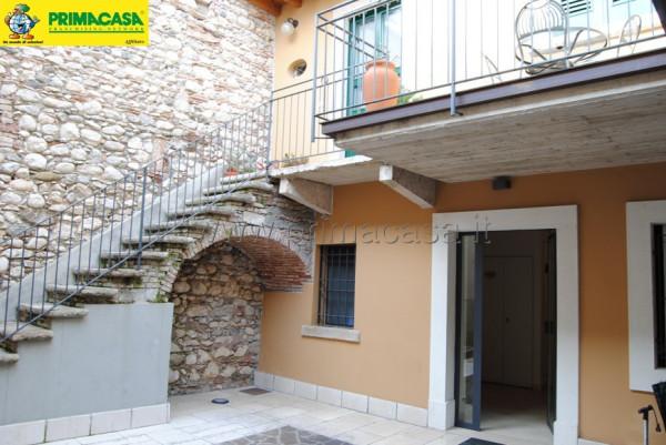 Appartamento in vendita a Toscolano-Maderno, 3 locali, prezzo € 80.000 | Cambio Casa.it