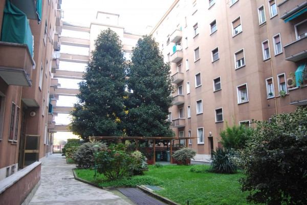Bilocale Milano Via Rho 3