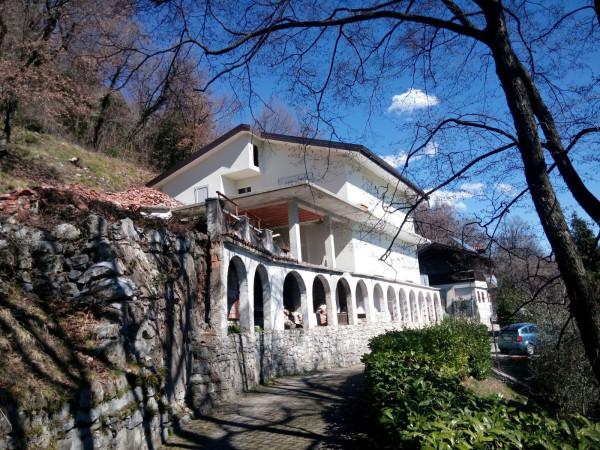 Villa in vendita a Arcisate, 6 locali, prezzo € 350.000 | Cambio Casa.it